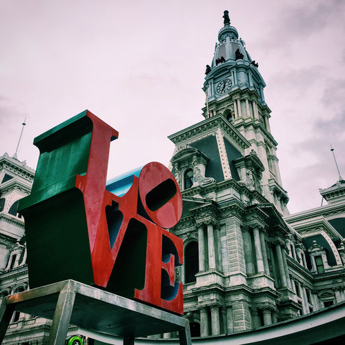 love sign, philly, city hall